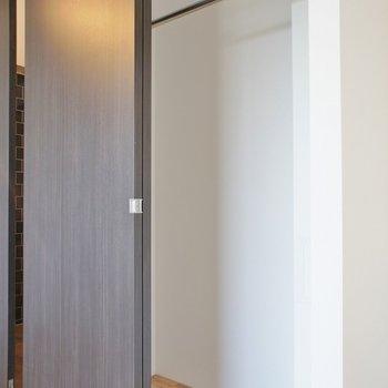 収納スペースはこんな感じ※写真は反転間取り別部屋のものです。