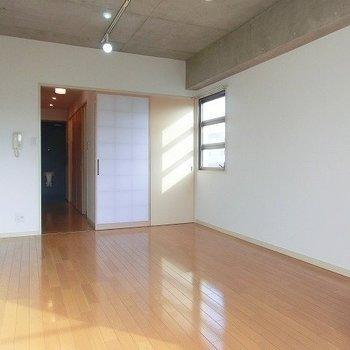和とモダンの素敵コラボ※写真は反転間取り別部屋のものです。