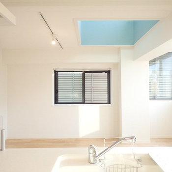 403号室は窓が大きく明るい空間になりました!