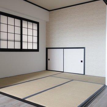 モダンなアクセントクロスで和室もオシャレにね。※写真は通電前です。