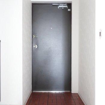 玄関もゆったりしていますね。※写真は通電前です。