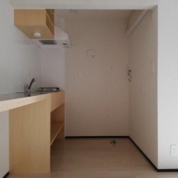 洗濯機と冷蔵庫もキッチンに※写真は通電前のものです