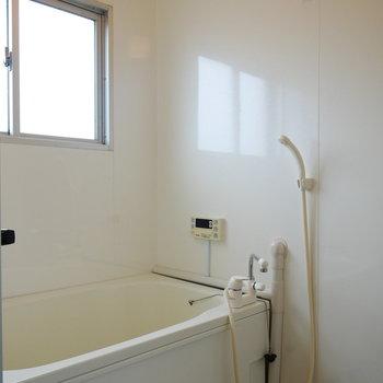 浴室にも窓があってうれしい!