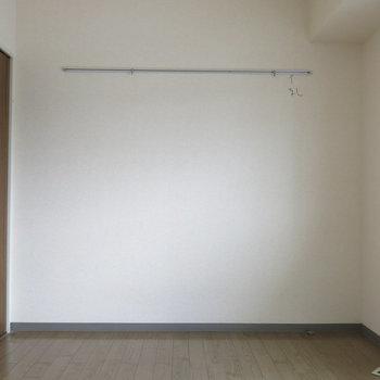 【洋室:工事前】ちょっと暗い洋室も無垢床でお部屋に彩りを!