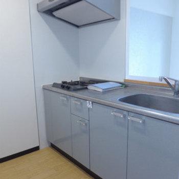 システムキッチン!2口ガスコンロで使い勝手good!※写真は別部屋です。