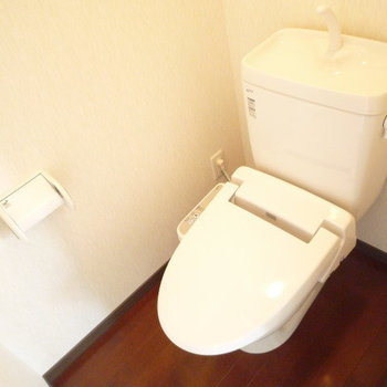 トイレはウォシュレット付き!!(※写真は9階同間取り別部屋のものです)