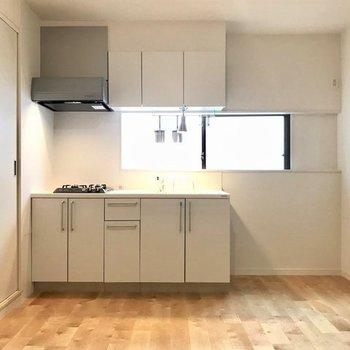 キッチンはお部屋に馴染む白色で!