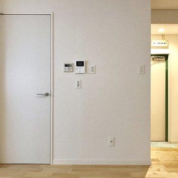 扉を開けると水回り設備などもろもろ