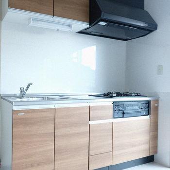 左に冷蔵庫を置こうかな。
