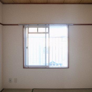 和室も窓がしっかりと。