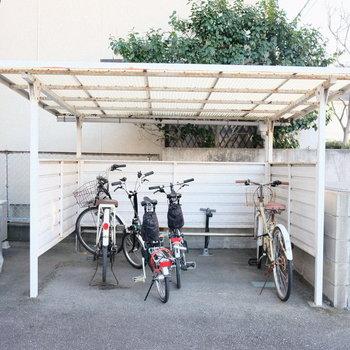 駐輪場は屋根付き。ありがたい◎