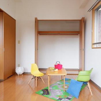 【洋室①】クローゼット収納はボックスを使用して有効的に。