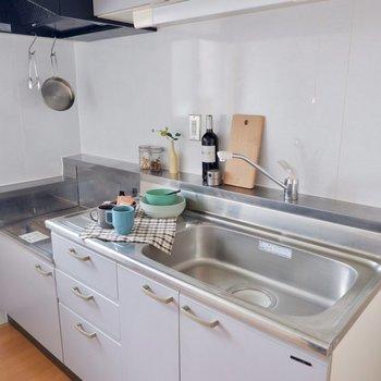 【LDK】調理スペースだけでなく、シンクもゆとりあるサイズ感です。