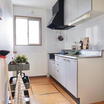 【LDK】窓があり、自然光の入るキッチンです。