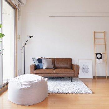 【LDK】天井が高く、2シーター以上のソファも圧迫感を感じずに置くことが出来ます。