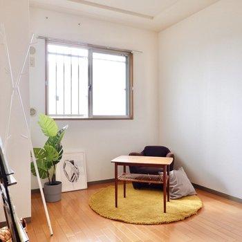 【洋室②】各お部屋に窓があるのも嬉しいポイントです。