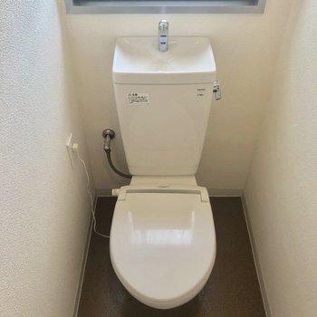 ウォシュレットではありませんが、暖かくなるトイレです。※写真は前回募集時のものです