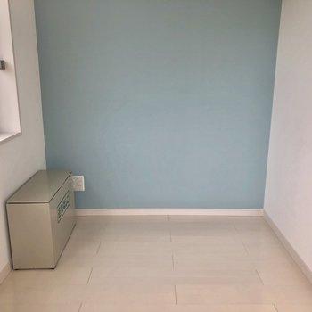 水色の壁が可愛い♫※写真は5階の同間取り別部屋のものです