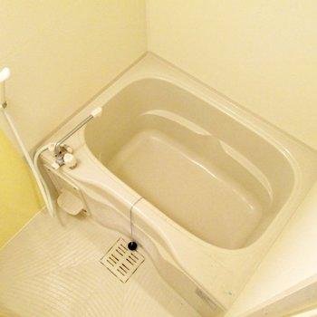 浴室も適度な広さがありますよね〜※写真は8階の同間取り別部屋、クリーニング前のものです