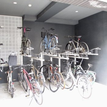 自転車置き場も。