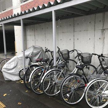自転車はこちらへ〜屋根付き◎