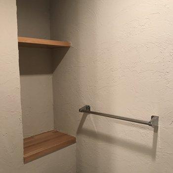 収納スペースとタオル掛けも◎