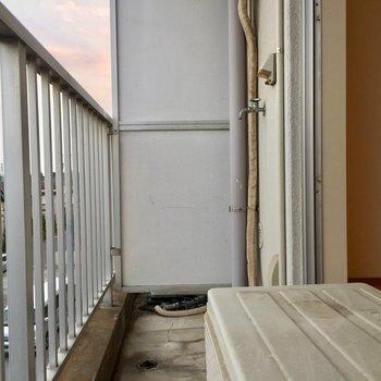 広くはないですが、一人ならなんとか。※写真は3階の反転間取り別部屋です。