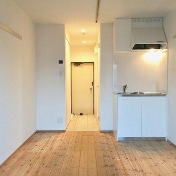 無垢床がいいですね〜!※写真は3階の反転間取り別部屋です。