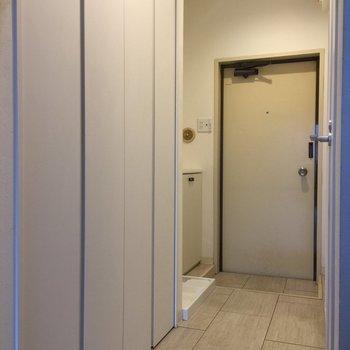 廊下部分はフロアタイルで。※写真は3階の反転間取り別部屋です。