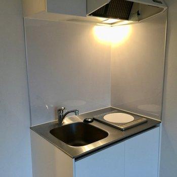 キッチンはIH1口のみ。※写真は3階の反転間取り別部屋です。