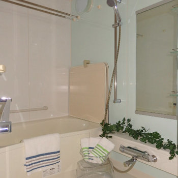 お風呂も綺麗です※写真は同じ間取りの別部屋です。