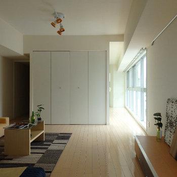 お部屋は12帖ほど。※写真は同じ間取りの別部屋です。