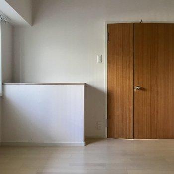 洋室② ちょっと珍しいドアのお部屋