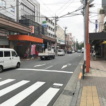 駅前には便利な商店街。