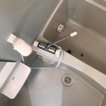 お風呂も白で明るく 追い炊きもついてます!