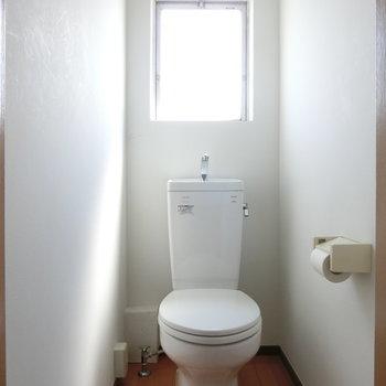 小窓が付いているのが嬉しい〜!※写真は4階の同間取り別部屋のものです。