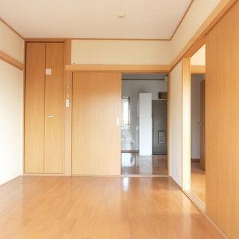 反対側から※写真は4階の同間取り別部屋のものです。