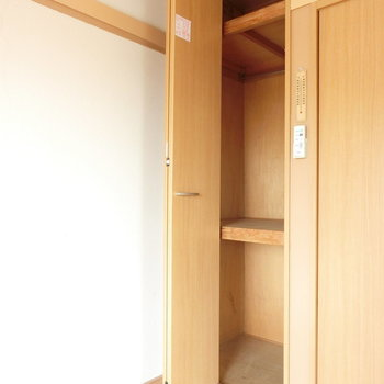 クローゼット2※写真は4階の同間取り別部屋のものです。