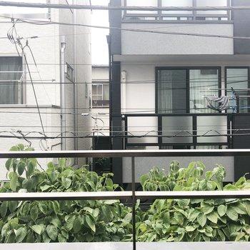 眺望は…閑静な住宅街ルックなのです