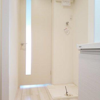 洗面台と冷蔵庫は横並びになります・