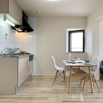 【LDK】キッチンを見てみると〜※家具はサンプルになります
