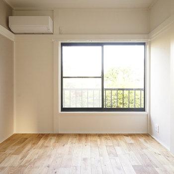 こちらもリビングですよ!※写真は同間取り2階、別部屋のものです。床材は別のものになります。