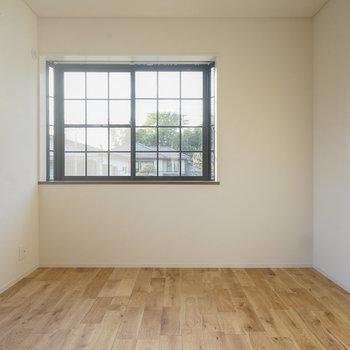 日当たりが良いですね!※写真は同間取り2階、別部屋のものです。床材は別のものになります。