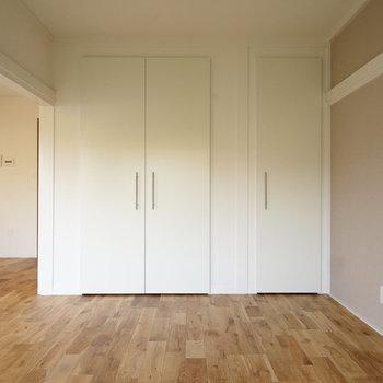 13.5帖のリビング!※写真は同間取り2階、別部屋のものです。床材は別のものになります。