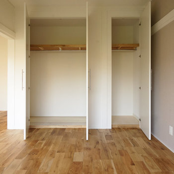 収納も大容量のクローゼットに!※写真は同間取り2階、別部屋のものです。床材は別のものになります。