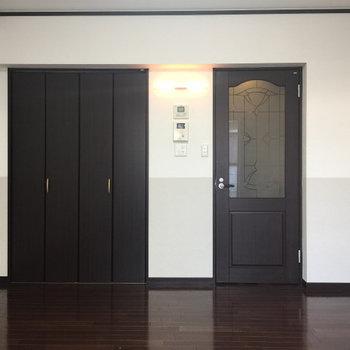 約9帖のお部屋です。※写真は1階の同間取り別部屋のものです。