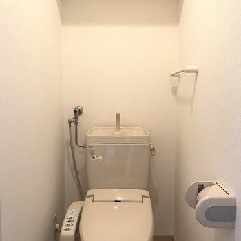 トイレはこんなかんじ〜※写真は同間取り別部屋です