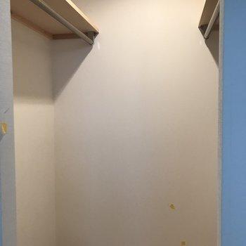 かなり大容量!扉はついてないです※写真は同間取り別部屋です