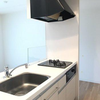 使いやすそうな広々キッチン※写真は同間取り別部屋です