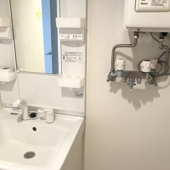 洗濯機は洗面台と隣り合わせで※写真は同間取り別部屋です